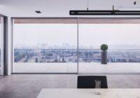 Panoramiczny widok w Twoim salonie – nowy system okienno-drzwiowy MB-SKYLINE od Aluprof