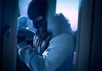Okna zabezpieczone przed włamaniem. 3 elementy, które pozwolą Ci spać spokojnie podczas urlopu